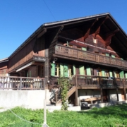 Chalet_ext_frontal_ete_moyenne